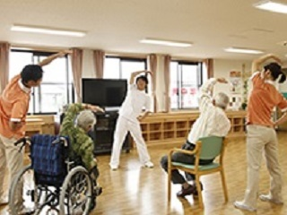 老人ホームでの機能訓練指導員〇未経験からキャリアUP! イメージ1