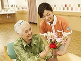 資格ナシ歓迎!駅チカ高級老人ホームでの介護職員 イメージ1