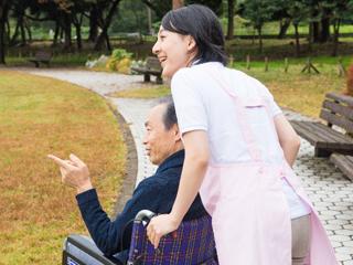 おじいちゃん・おばあちゃん孝行になる施設スタッフ【時短OK】 イメージ1