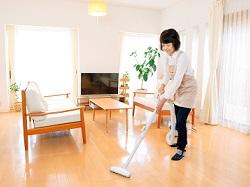 40代以上が8割!ほぼ全員が未経験!一般家庭の掃除スタッフ イメージ2