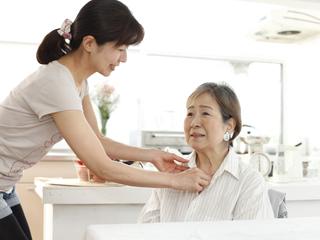 ≪無資格歓迎!≫働きながら0円で介護資格も取得できるお仕事! イメージ2