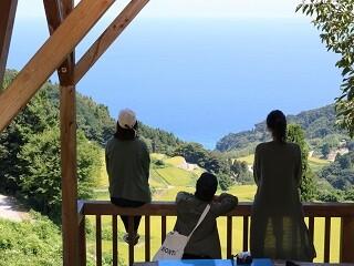 【履歴書・来社不要】旅行気分でガッツリ稼げるリゾートバイト! イメージ1
