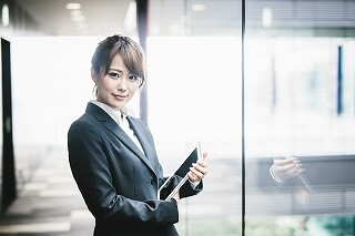 \月収21万円~!日払いOK/PCスキル不要!こつモク事務 イメージ1