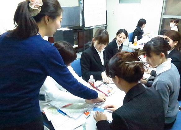 【日給1万円以上*平日のみ】カンタン*2人1組でカードのPR イメージ2