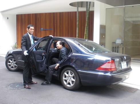 即勤務OK!未経験から月45万も!高級車で*役員などの運転手 イメージ1