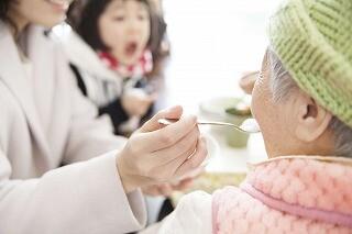 【土日だけで月8万円】お年寄りの生活のお手伝い*年齢不問 イメージ1