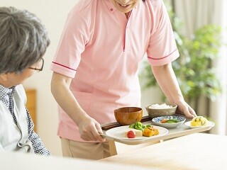 【一期一会の出逢い】お年寄り向け宿泊施設でのケアスタッフ イメージ1