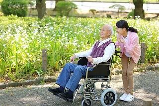【お仕事を長く安定して続けたい方へ】介護施設での生活サポート イメージ1